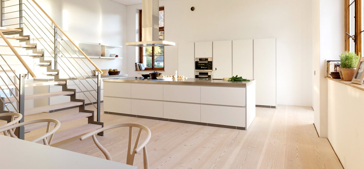 Waterproof and scratch resistance Floorrich light brown amber spc flooring installed in residential kitchen